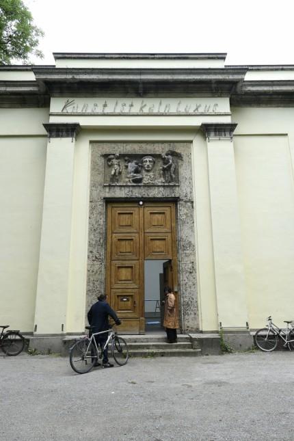 München: Der Eingang des Kunstpavillons im Alten Botanischen Garten.