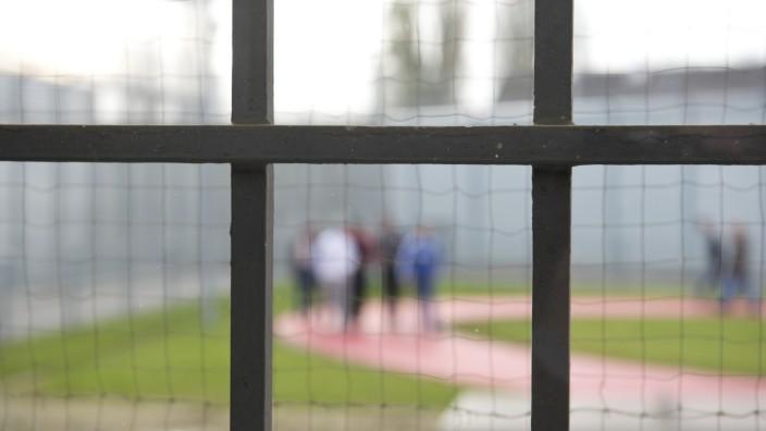 Prozess wegen Totschlags während eines Hofgangs im Gefängnis