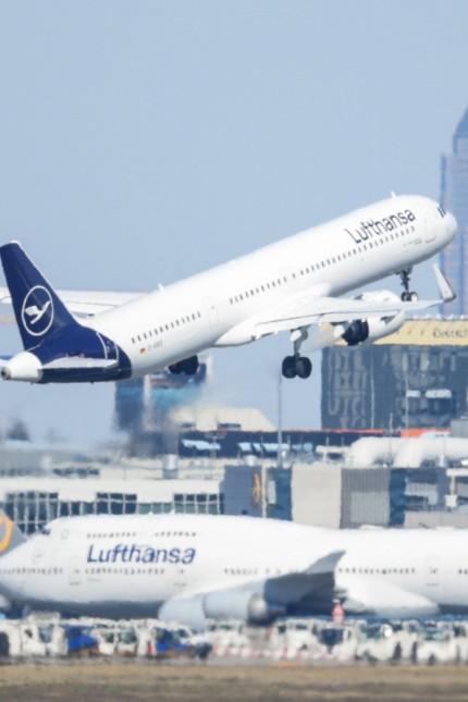 Flughafen Frankfurt am Main - Lufthansa gibt Landerechte ab