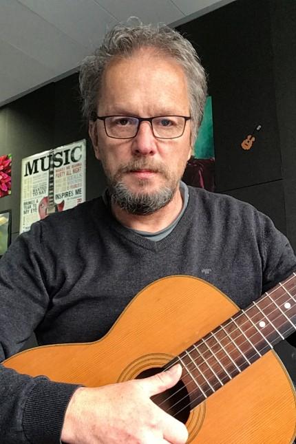 Hans Selmeier, Gitarren u Gesangslehrer an der Rosmarie-Theobald-Musikschule Ottobrunn