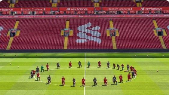 Nach Tod von Floyd: Liverpool kniet nieder