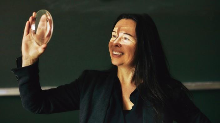 Professorin über Sinn: Vier Kriterien hat Tatjana Schnell definiert, die dazu beitragen, dass wir unsere Arbeit als sinnvoll empfinden: Bedeutsamkeit, Kohärenz, Zugehörigkeit und Orientierung.