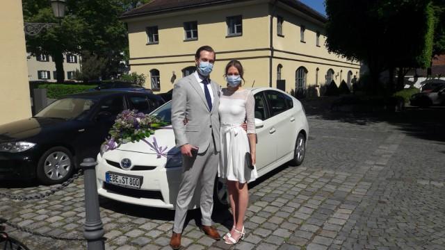 Bryan und Judith Begiebing bei ihrer Standesamtlichen Hochzeit am 19. Mai 2020 in Ismaning.