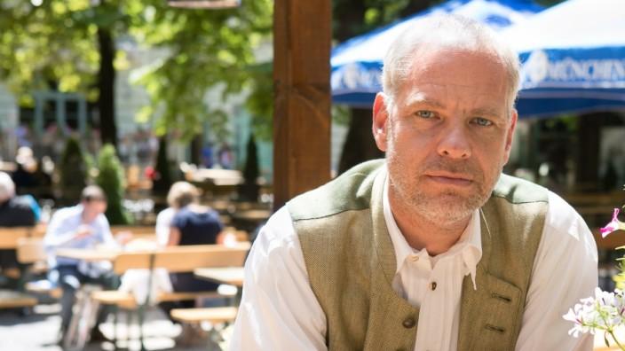 Ricky Steinberg vom Hofbräukeller im Biergarten am Wiener Platz