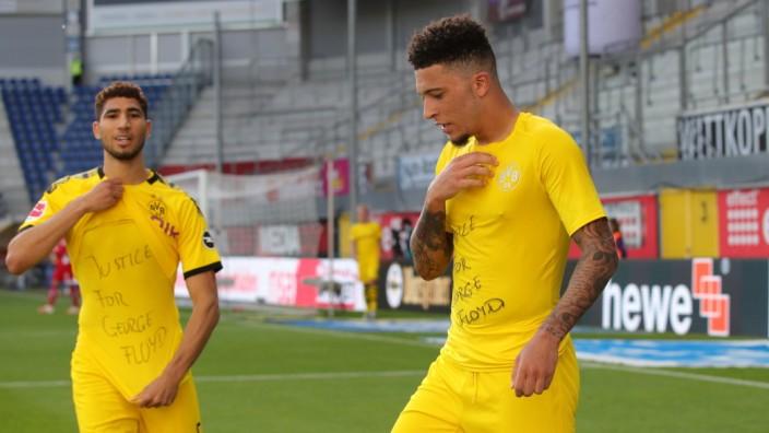 Fussball: 1. Bundesliga: Saison 19/20: 29. SC Paderborn - Borussia Dortmund, Tor Jubel zum 2:0 für den BVB , durch Jad; Sancho