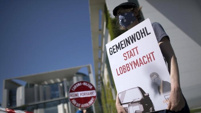Gegen Abwrackpraemie - Demonstration before coalition summit DEU, Deutschland, Germany, Berlin, 02.06.2020 Aktivisten m