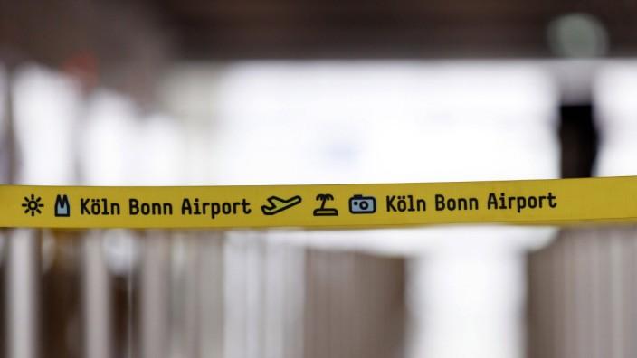 Flughafen-Logo bei der Vorstellung des Sicherheitskonzepts am Flughafen Köln Bonn während der Coronakrise Sicher in Cor