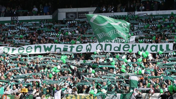 14 05 2016 bzuh Fussball 1 Bundesliga SV Werder Bremen Eintracht Frankfurt emspor Fankurve F; Werder Bremen - Eintracht Frankfurt, 2016, green white wonderwall