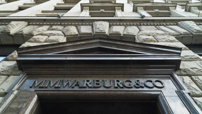 M.M.Warburg & CO (AG & Co.) Kommanditgesellschaft auf Aktien Warburg Bank Privatbank Sitz in Hamburg Schriftzug Eingang
