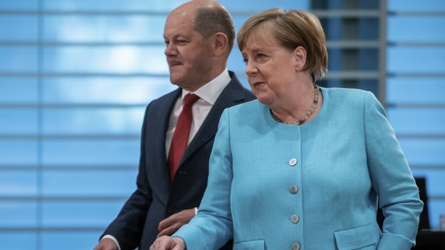 Bundesregierung: Olaf Scholz (SPD) und Angela Merkel (CDU)