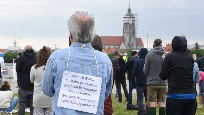 Demonstration gegen die Coronamaßnahmen auf der Theresienwiese in München, 2020