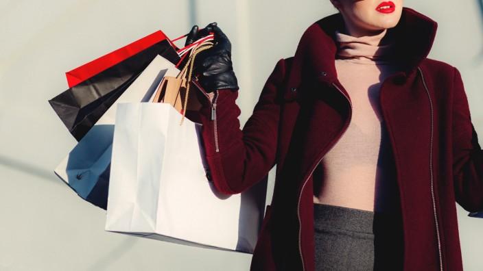 Konsum in der Corona-Krise: Einkaufen über das Lebensnotwendige hinaus konnte noch vor Kurzem etwas zauberhaft Unvernünftiges haben.