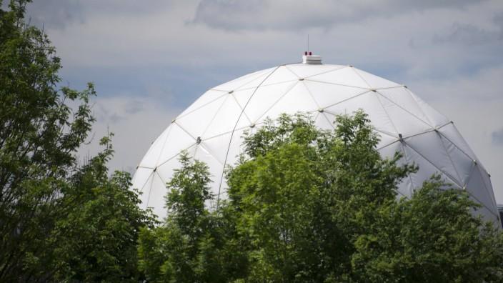 Radarkuppeln stehen am Dienstag 02 06 2015 in Bad Aibling in der Naehe von Muenchen