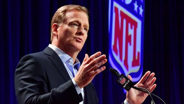 NFL American Football Herren USA Commissioner Roger Goodell holds a press conference PK Pressekonferenz prior to Super