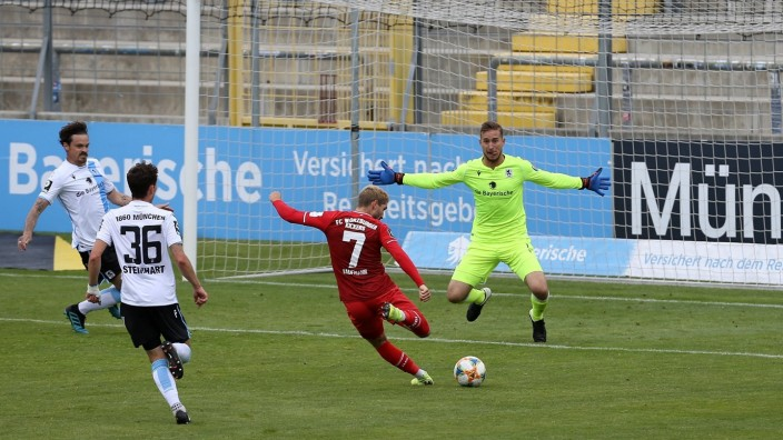 v.li.: Dennis Erdmann (TSV 1860 München), Philipp Steinhart (TSV 1860 München), Fabio Kaufmann (FC Würzburger Kickers)