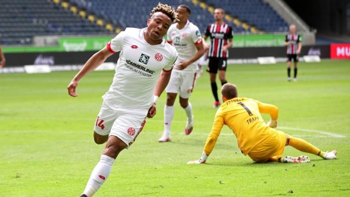 Eintracht Frankfurt v 1. FSV Mainz 05 - Bundesliga