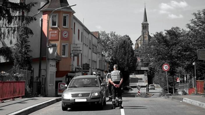 Corona: 18 Schritte sind es über die Brücke, dann wird die Rue du Général de Gaulle zur Bahnhofstraße von Großrosseln.