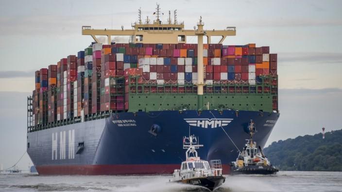 Weltgrößtes Containerschiff im Hamburger Hafen