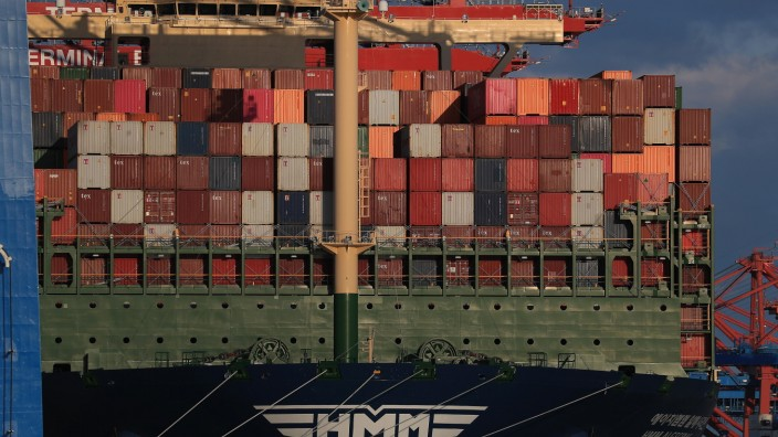 World's Largest Container Ship Arrives at Port of Hamburg