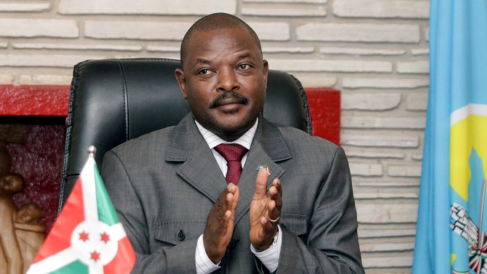 FILE PHOTO: Burundi President Pierre Nkurunziza claps after signing the new constitution at the Presidential Palace in Gitega Province