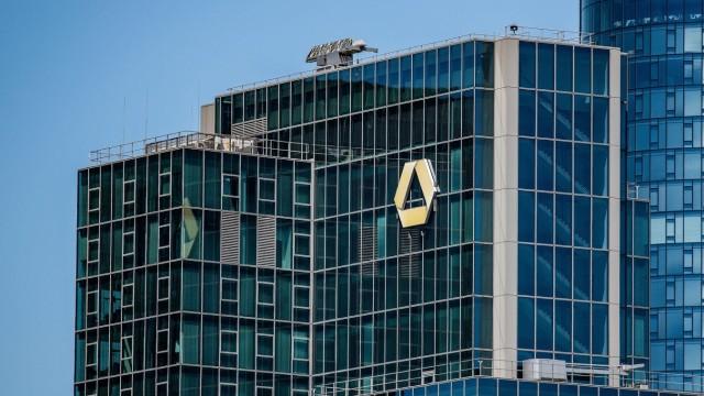 27.06.2019, xfux, Wirtschaft, Logo der Commerzbank AG am Hochhaus, v.l. Das Logo der Commerzbank AG an einem Hochhaus i