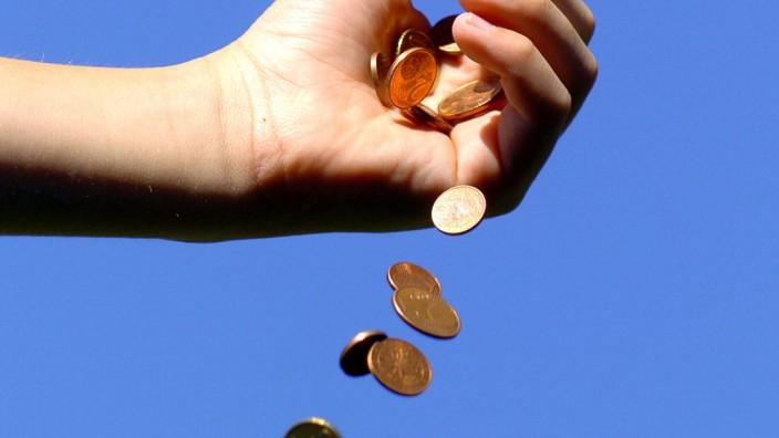 Geldregen, Hand mit fallenden Euro Muenzen McPBBO *** Rain of money, hand with falling Euro coins McPBBO McPBBO