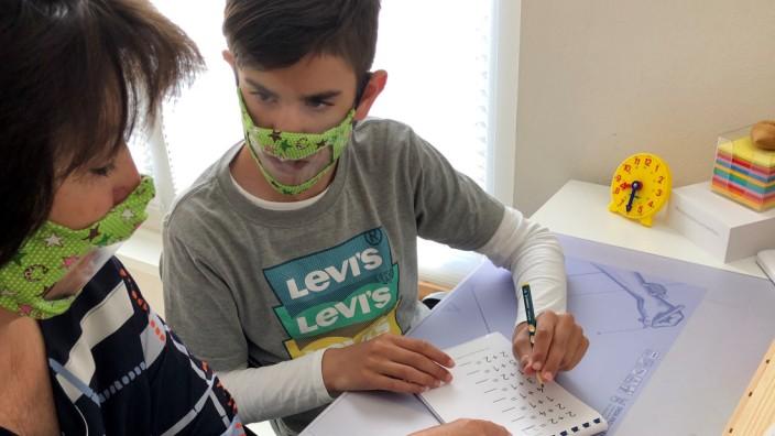 Valentino Patti mit seiner Schulbegleiterin