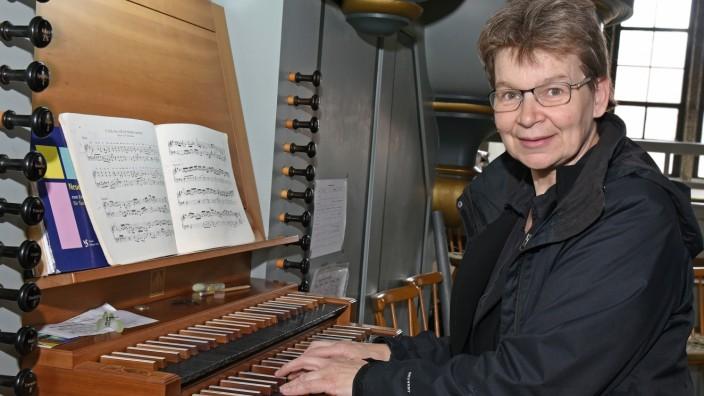 SZ-Serie: Arbeiten in Corona-Zeiten, Folge 46: Als Dekanatskantorin ist Kirsten Ruhwandl für die Kirchenmusik und die Ausbildung im Landkreis zuständig.