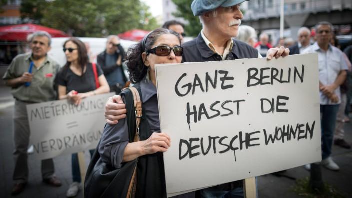 Mieterprotest Kotti und Co Demonstration 6 Jahre Mietergemeinschaft Kotti und Co Mit einer Lärmdemo; Deutsche Wohnen