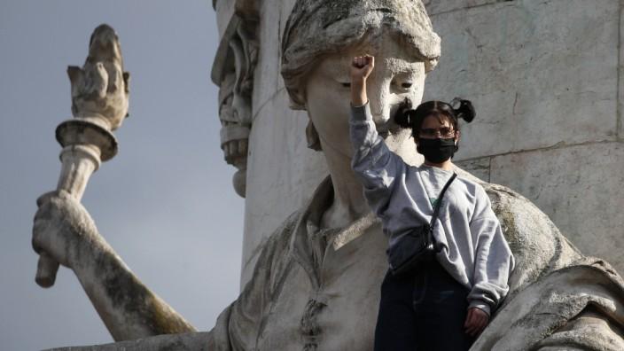Frankreich: Viele Franzosen zeigen sich solidarisch mit den Anliegen schwarzer Amerikaner im Protest gegen Rassismus.