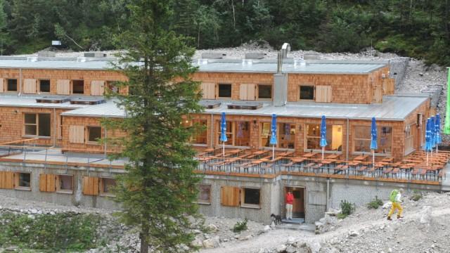 Die 60 Wanderer hatten auf der Hütte übernachtet.