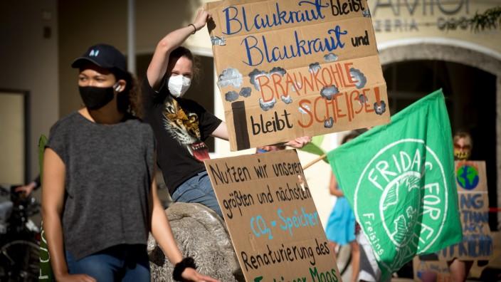 FREISING: Klima-Demo in der Hauptstrasse