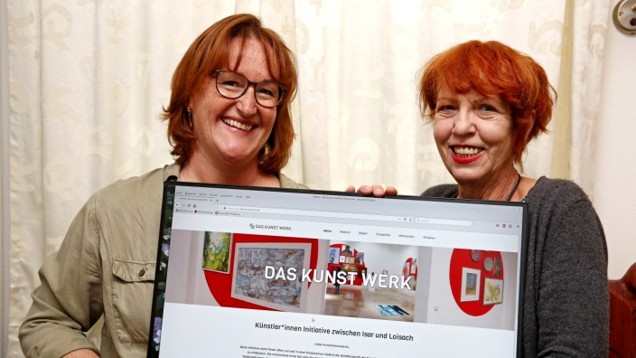 """Bad Tölz-Wolfratshausen: Stefanie von Quast (links) und Gabi Hüttl haben die Online-Galerie """"Das Kunst Werk"""" ins Leben gerufen."""