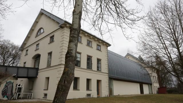 Freising: Der Schafhof wurde 1819/1820 im Auftrag des bayerischen Königs Max I. Joseph als Stall für die in seinem Privatbesitz befindliche Merinoschafherde errichtet.