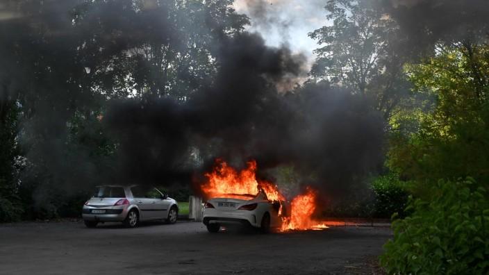 Bandenkrieg in Dijon: Mit Waffen wurde in die Luft gefeuert und Autos angezündet: Über mehrere Tage wurde Dijon in Angst und Schrecken versetzt.