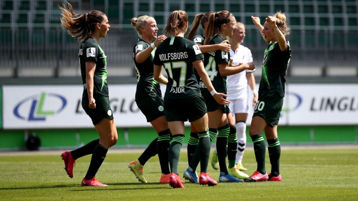 VfL Wolfsburg Women's v SC Freiburg Women's - Flyeralarm Frauen-Bundesliga