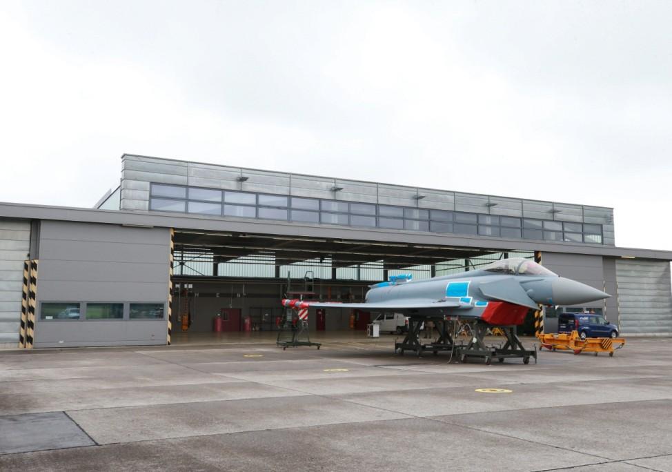 Strassentransport des Eurofighters auf dem Fliegerhorst Lechfeld. Am morgigen Mittwoch wird das Flugzeug von Lechfeld ü