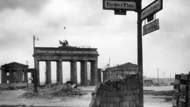 Ost-Berlin - Brandenburger Tor 1945-13.08.1961
