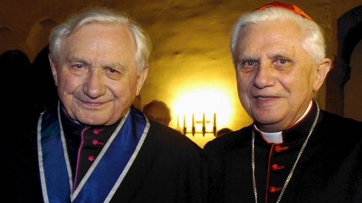 Papst Benedikt XVI. besucht kranken Bruder in Regensburg