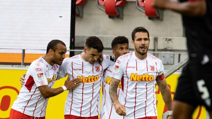 17.06.2020, Fussball, GER, Saison, 2019/2020, 2.Bundesliga, 32. Spieltag, SSV Jahn Regensburg - Karlsruher SC Jubel nach