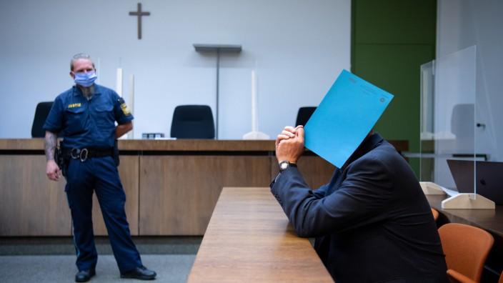 Polizist wegen Kindesmissbrauchs vor Gericht