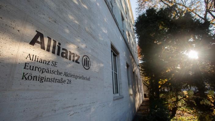 Allianz Sitz in München Blick von außen auf den Hauptsitz in der Königinstraße 28 in München von de