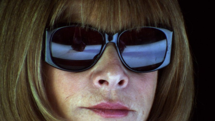 Anna Wintour Characters: Herself Film: The September Issue (2009) Director: R.J. Cutler 16 January 2009 PUBLICATIONxINxG