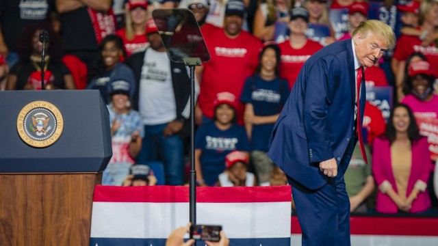 USA, Wahlkampfauftritt von Donald Trump in Tulsa President Donald Trump speaks at a campaign rally at the Bank of Oklaho