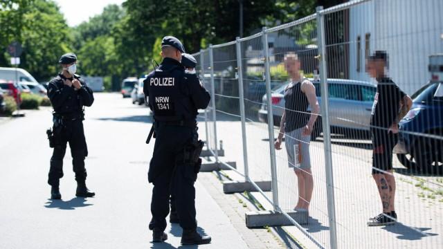 21.06.2020 - Coronavirus - Wohnsiedlung von Tönnies-Mitarbeitern in Quarantäne: In Verl wurde eine gesamte Wohnsiedlung