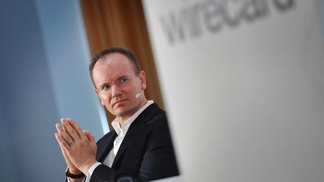 Dr Markus BRAUN CEO Vorstandsvorsitzender Gestik faltet die Haende zum Gebet Einzelbild angesch