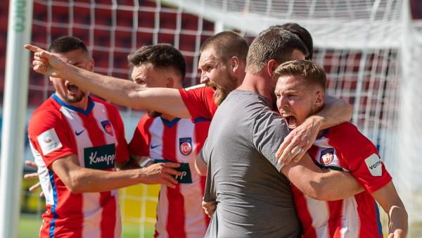 Torjubel von K. Kerschbaumer (FC Heidenheim, 27), Patrick Mainka (FC Heidenheim, 06), GER, FC Heidenheim vs. Hamburger S