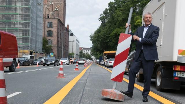 Eröffnung Pop-up-BikeLane in der Elisenstraße durch Dieter Reiter