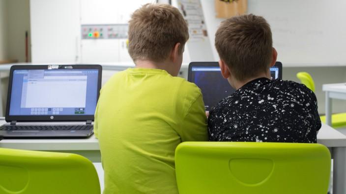 NRW will digitale Endgeräte für alle Schüler