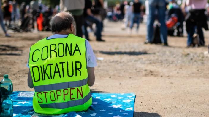 Demonstration gegen Corona-Auflagen in Stuttgart
